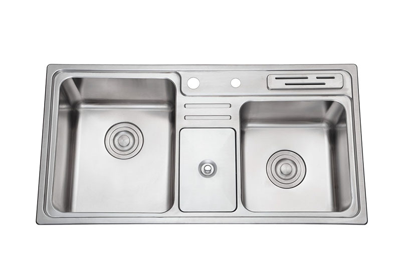 厨房水槽:重点讲不锈钢模压槽和手工槽